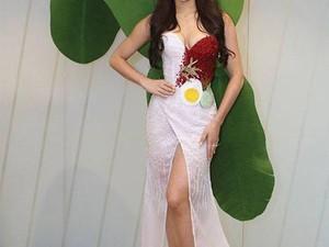 Miss Universe Malaysia Kenakan Gaun Nasi Lemak, Ada Telur dan Daun Pisangnya!