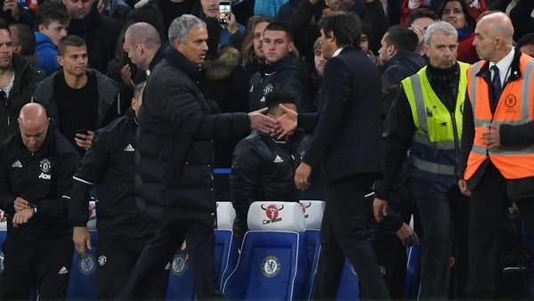 Conte Tuntut Respek dari Mourinho