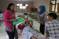 Nenek Marsiyatim sudah selama 2 tahun ke belakang dirawat di Panti Sosial Tresna Werdha Budi Mulia 3, Margaguna, Jaksel