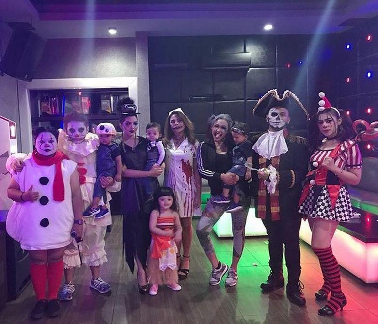 Keluarga Anang Hermansyah tampak menggelar pesta halloween. (Dok. Instagram/ashanty_ash)