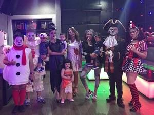 Lihat Serunya <i>Halloween Party</i> Aurel dan Ashanty