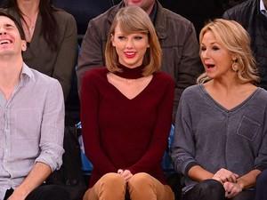 Taylor Swift Jual Baju yang Terinspirasi dari Kesalahan Fashionnya