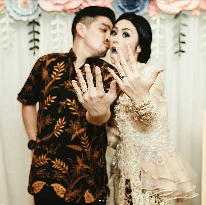 Foto Selvi Kitty dan Rangga Ilham menjadi sorotan dan diprotes oleh netizen. (Dok. Instagram/selvikittersofficial)