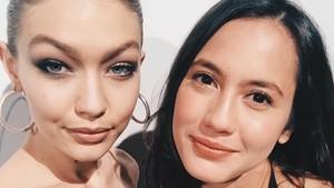 Pevita Pearce Selfie Bareng Gigi Hadid, Pasti Pada Baper