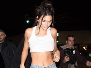 Kendall Jenner Pamerkan Cara Menjaga Perut Sixpack dalam 11 Menit!