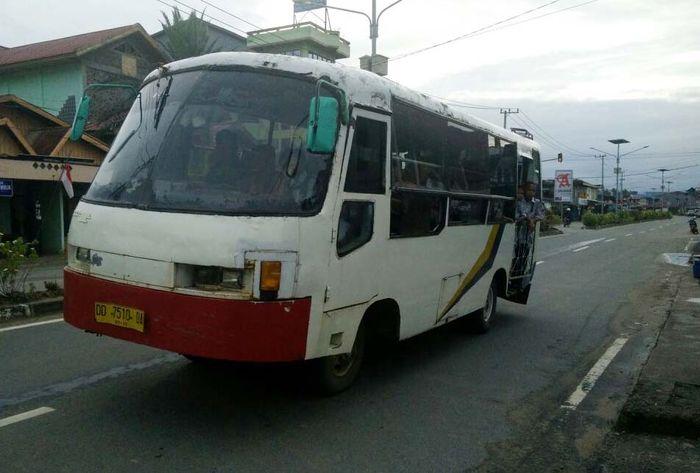 Di Pulau Sebatik belum ada sarana transportasi umum, yang ada ialah angkutan sewa. Tentunya tarif sewa lebih mahal, jika dibandingkan angkutan umum. Djoko Setijowarno/Masyarakat Transportasi Indonesia.