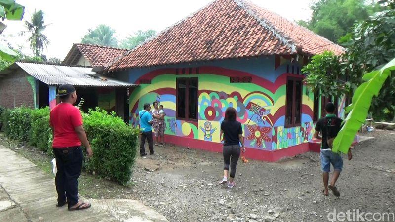 Mengisi liburan di akhir pekan belum lengkap rasanya jika belum berkunjung di Kampung Pelangi di Kabupaten Purworejo, Jawa Tengah. (Rinto Heksantoro/detikTravel)