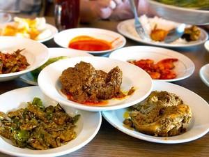 Kebiasaan Makan Orang Indonesia hingga HIK Legendaris Langganan Jokowi