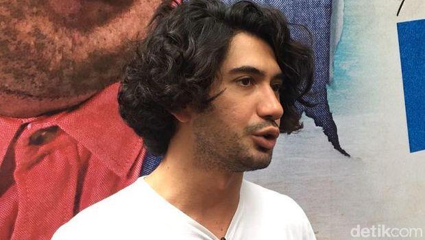Reza Rahadian Buka Suara Mengenai Pujian Hanung Bramantyo