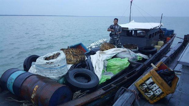 Penyelundupan 50 Bal Pakaian dari Malaysia Ditangkap di Perairan Sumut
