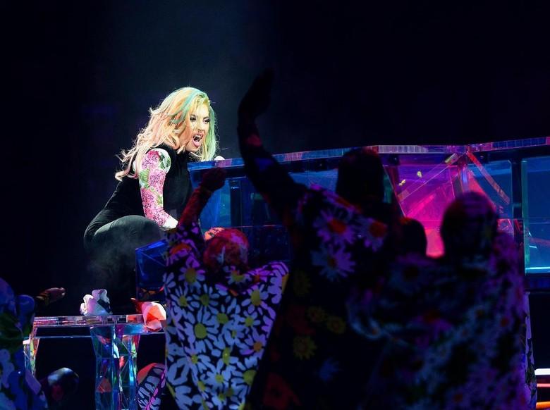 Bantu Penggemar yang Terluka, Lady Gaga Hentikan Penampilannya