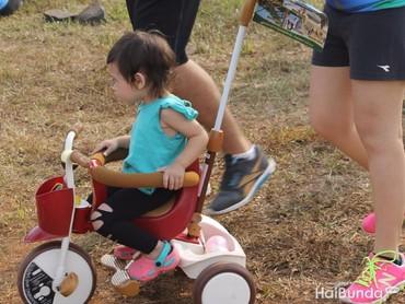 Wah, sampai bawa sepeda nih biar si kecil senang dan semangat.