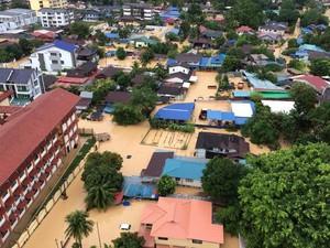 Foto: Banjir Bandang Menyerang, Penang Tergenang