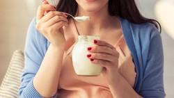 Tanpa diimbangi aktivitas fisik yang cukup, asupan gula yang berlebihan bisa memicu obesitas. Tapi gimana ya, yang manis-manis kan enak?
