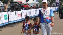 Gaya Menggemaskan Anak Saat Ikut Ajang Lari Bareng Keluarga