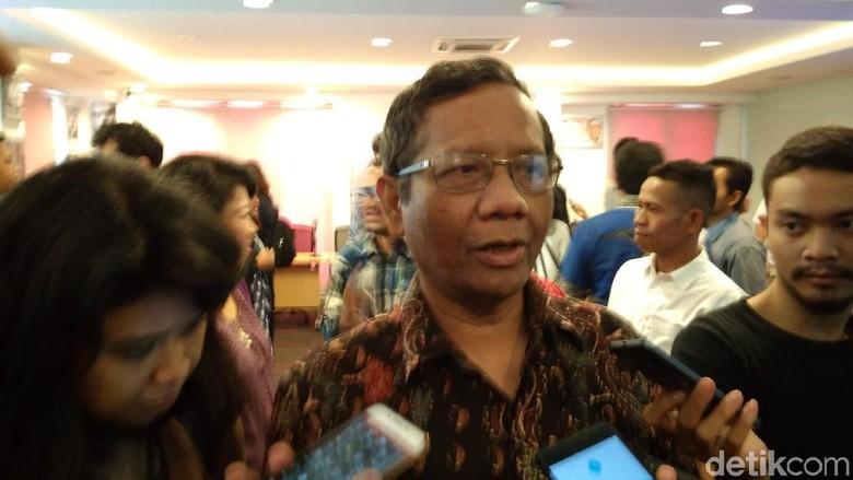 Ketua MK Didesak Mundur, Mahfud MD: Terserah Pak Arief Saja