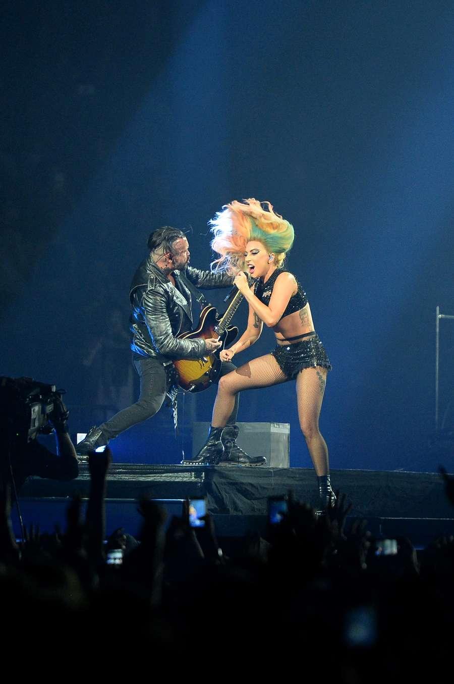 Penampilan Energik Lady Gaga di Joanne World Tour