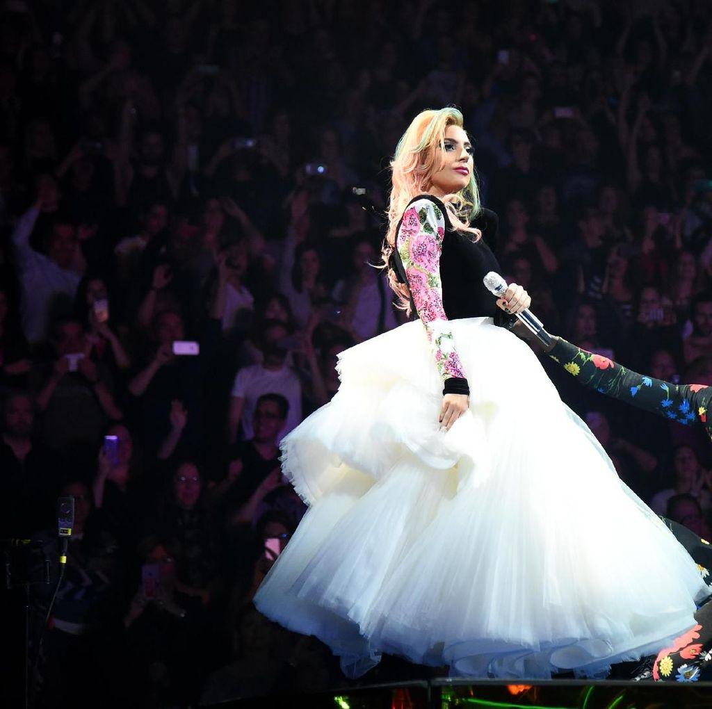 Little Monster Sambut Perjalanan 10 Tahun Karier Musik Lady Gaga