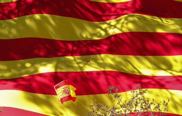 Terakhir ada Spanyol yang juga masuk ke peringkat 3 paspor terkuat di dunia. Paspor Spanyol memiliki akses Bebas Visa Kunjungan (BVK) dan Visa on Arrival (VoA) ke 160 negara di dunia (Dok. REUTERS/Yves Herman)
