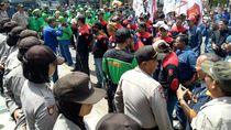 Ratusan Buruh di Cilegon Demo Minta Kenaikan UMK 10 Persen