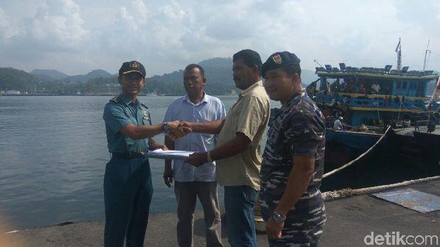 Penyerahan dokumen kapal dilakukan di Dermaga Lanal Sabang. TNI AL berperan besar dalam negosiasi ini