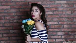 Tatapan Nikita Willy Celeb of The Month November 2017