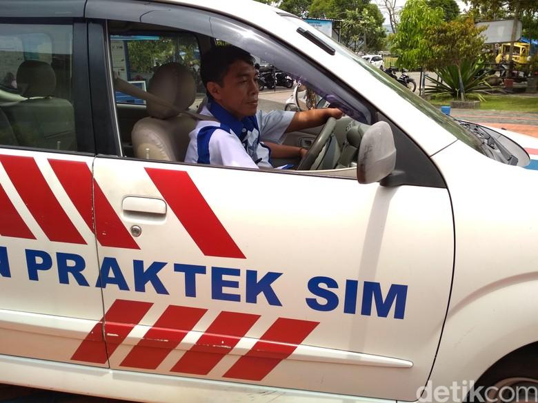 Difabel Petugas Uji Praktik SIM