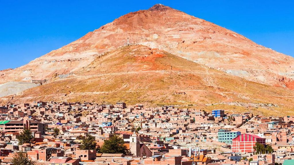 Gunung yang Memakan Manusia di Bolivia