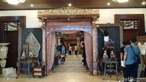 Begini Proses Pembuatan Dekorasi Pernikahan Kahiyang-Bobby