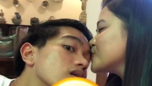So Sweet! Jelang Nikah, Kahiyang Cium Kaesang Si Adik Bungsu