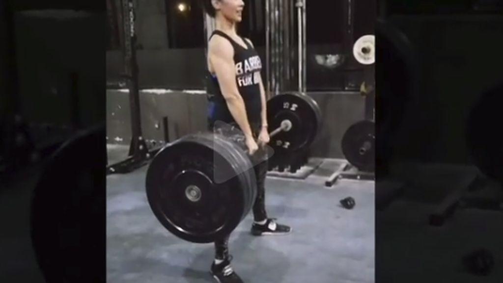 Ngintip Olahraga Berat Ala Nadia Mulya