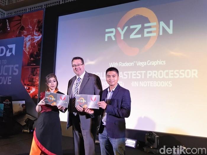 Peter Chamber, Director Consumer Sales APJ, AMD (tengah). Foto: yudhianto/detikinet