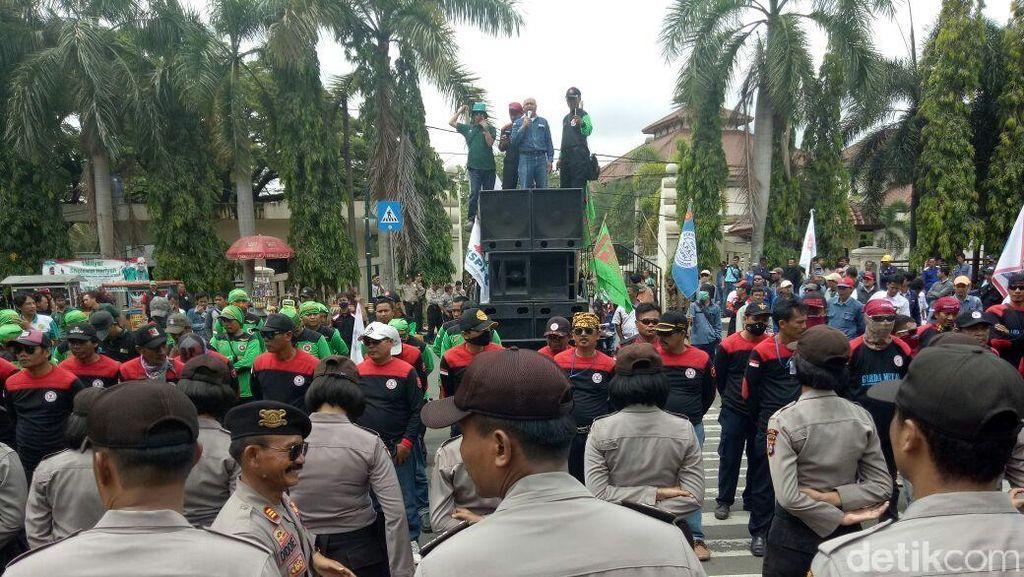 Rapat Upah Kota Cilegon Belum Ada Hasil, Buruh Gelar Demo