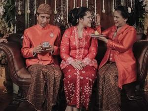 Makna di Balik Warna Baju Seragam Keluarga Jokowi di Pernikahan Kahiyang Ayu