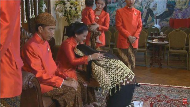Momen Kahiyang Sungkem ke Jokowi dan Iriana.