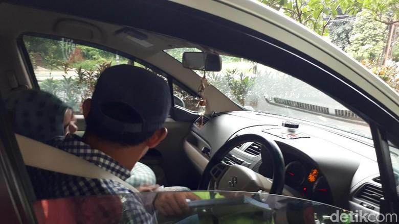 Pengendara mobil yang kena tilang karena tak pakai seat belt. Foto: Cici Marlina Rahayu/detikcom