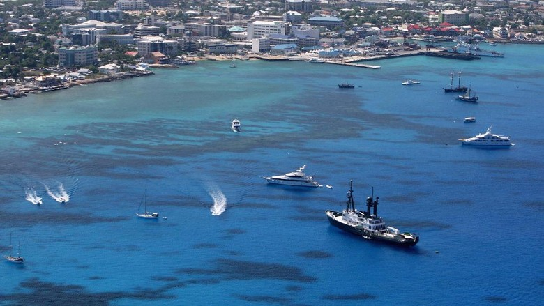 GEORGE TOWN, CAYMAN ISLANDS - APRIL 24:  George Town pictured  on 24 April, 2008 in Grand Cayman, Cayman Islands.  (Photo by David Rogers/Getty Images)