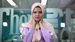 Aksi Ebiet G Ade Bersenandung di Kantor detikcom