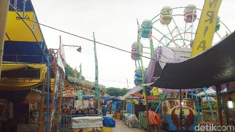 Suasana Pasar Muludan di Alun-alun Keraton Kasepuhan (Sudirman/detikTravel)