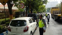 Ruwetnya Parkir di Depan RSUD Soekandar Mojokerto