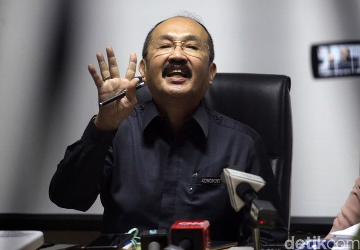 Fredrich Yunadi menjadi pengacara Ketua DPR Seyta Novanto dalam kasus dugaan korupsi e-KTP.