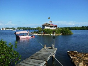 Foto: Pulau Ini Terbuat dari Ratusan Ribu Botol Plastik