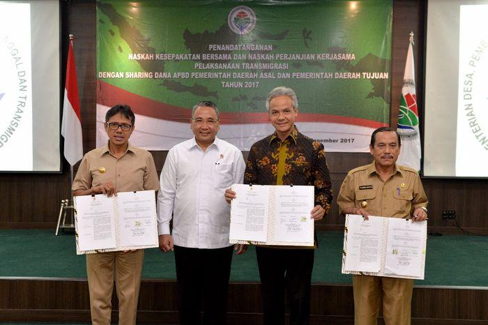 Foto: Mendes PDTT Eko Sandjojo bersama Gubernur Jawa Tengah Ganjar Pranowo dan Gubernur Sumatera Barat, Irwan Prayitno (Dok. Kemendes PDTT)