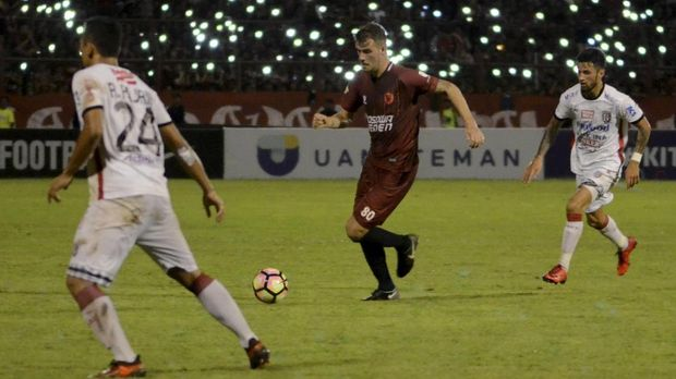 PSM Makassar menjadi pesaing terdekat Persib Bandung hingga pekan ke-25.