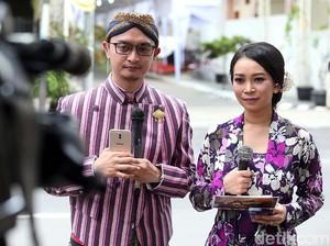 Cantiknya Jurnalis TV Liputan Pernikahan Kahiyang-Bobby Pakai Kebaya