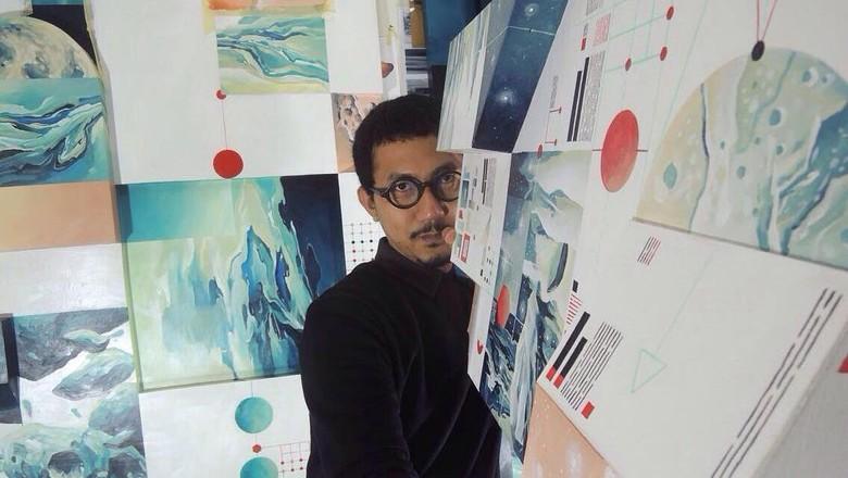 Seniman Radhinal Indra Kembali Lanjutkan Proyek Lukisan Mars