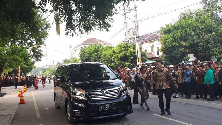 Ini Gaya Menteri Susi Saat Hadiri Akad Putri Jokowi