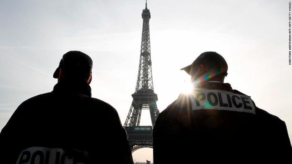 Ramai-ramai Makan di Restoran Paris, 110 Orang Dihukum Denda