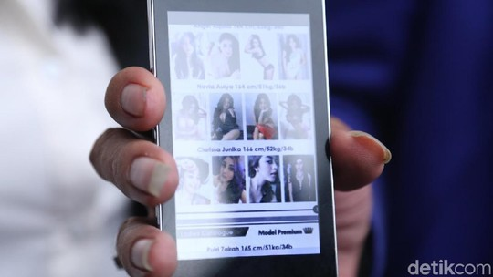Katalog Alexis yang Bikin Geger, Jadi Janda Nafa Urbach Makin Seksi
