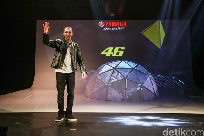Valentino Rossi Kencan dengan Yamaha Niken